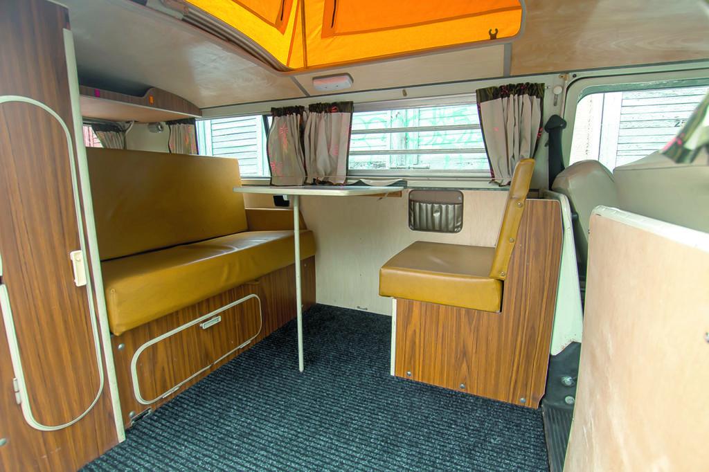 VW T2 Westfalia AB tuning wnętrze ze stolikiem