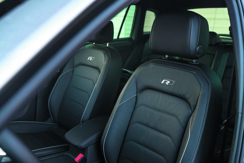 VW Tiguan 2.0 TSI fotele kierowcy i pasażera