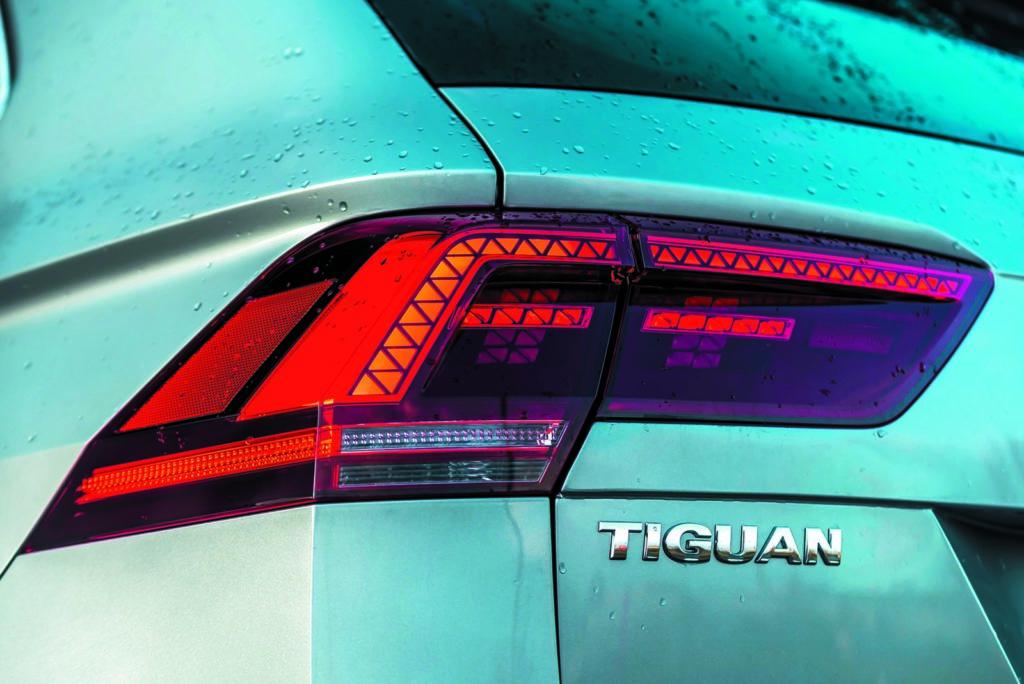 VW Tiguan 2.0 TSI napis i tylne światło