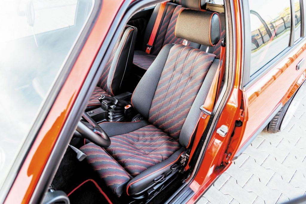 Tuning BMW E30 320 Touring fotel kierowcy