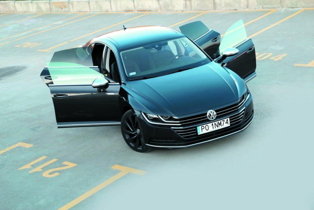 Volkswagen Arteon 2.0 TSI 4Motion auto z otwartymi drzwiami