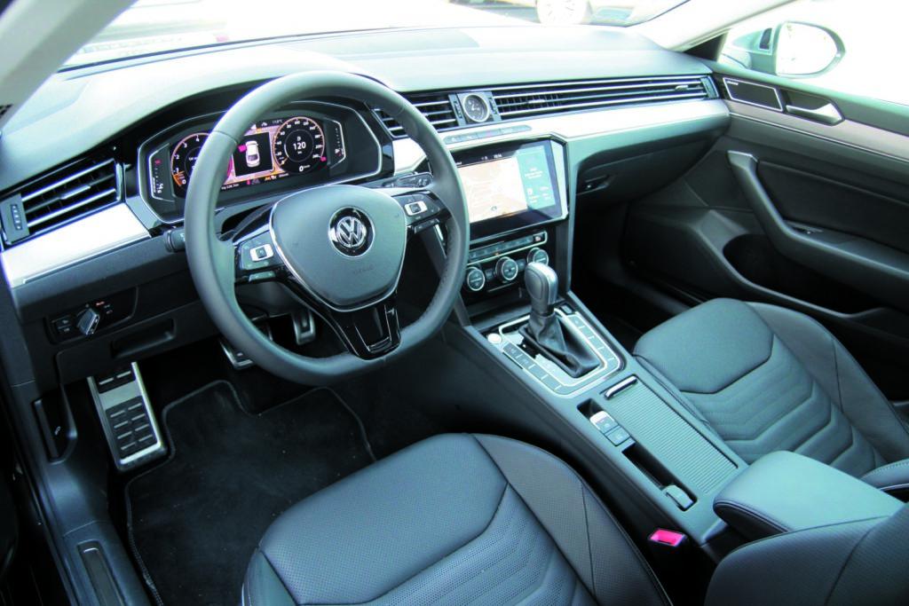 Volkswagen Arteon 2.0 TSI 4Motion kokpit