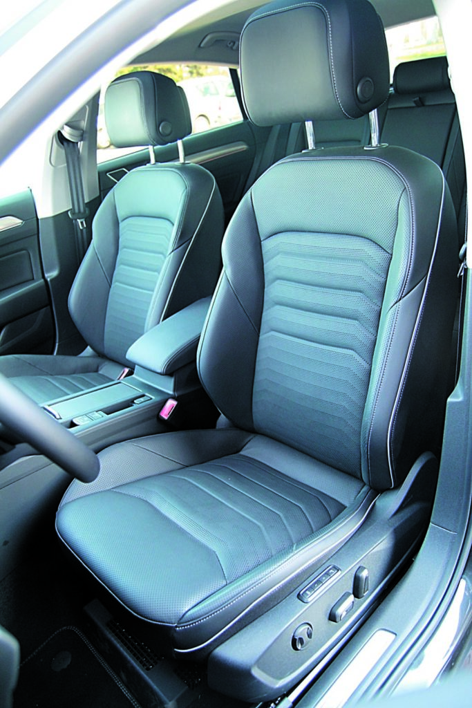 Volkswagen Arteon 2.0 TSI 4Motion fotele kierowcy i pasażera