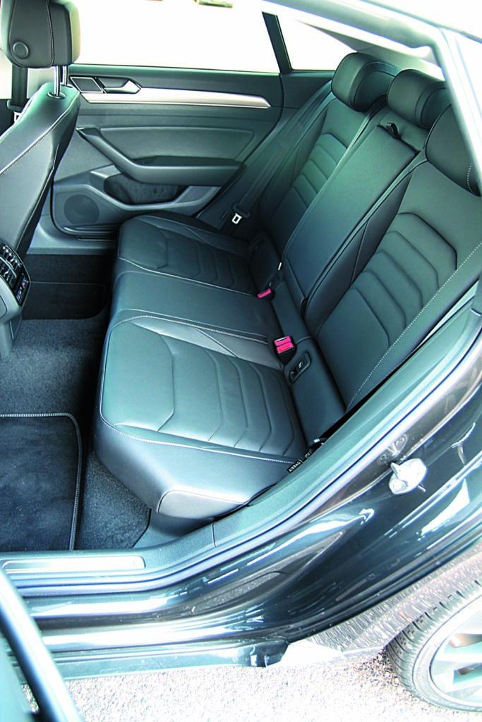 Volkswagen Arteon 2.0 TSI 4Motion tylna kanapa