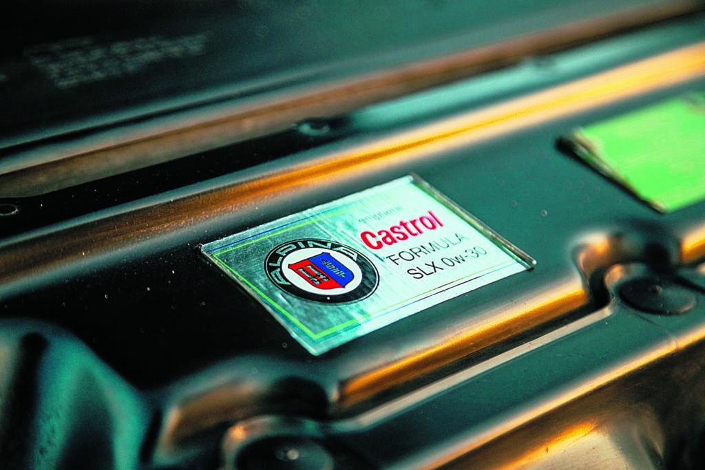 Alpina B10 plakietka z danymi oleju silnikowego