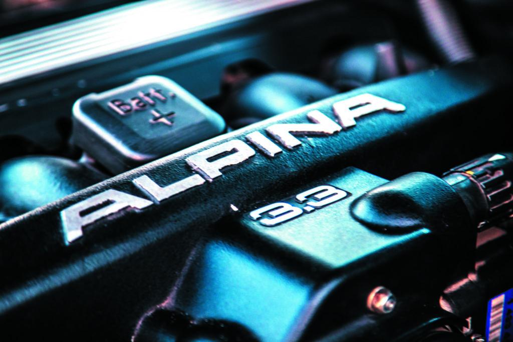 Alpina B10 napis na silniku