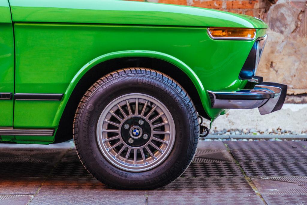 BMW 1502 przednie koło i zderzak