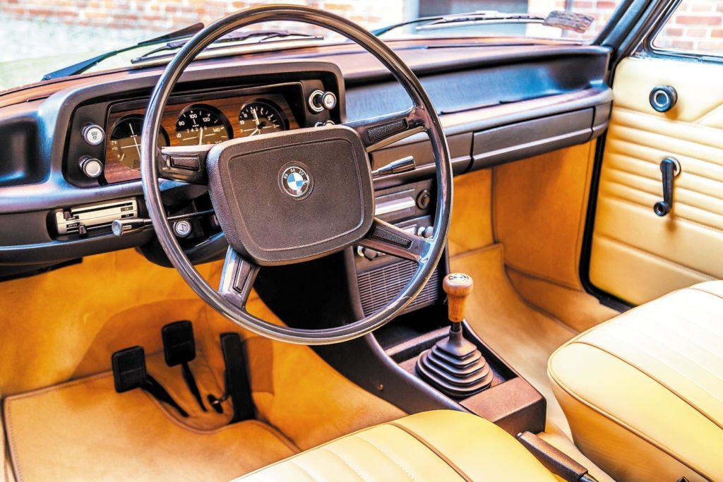 BMW 1502 kokpit