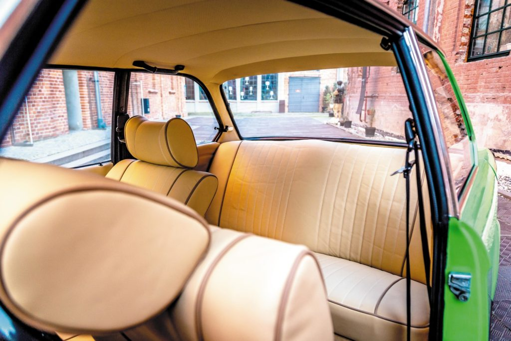 BMW 1502 tylna kanapa
