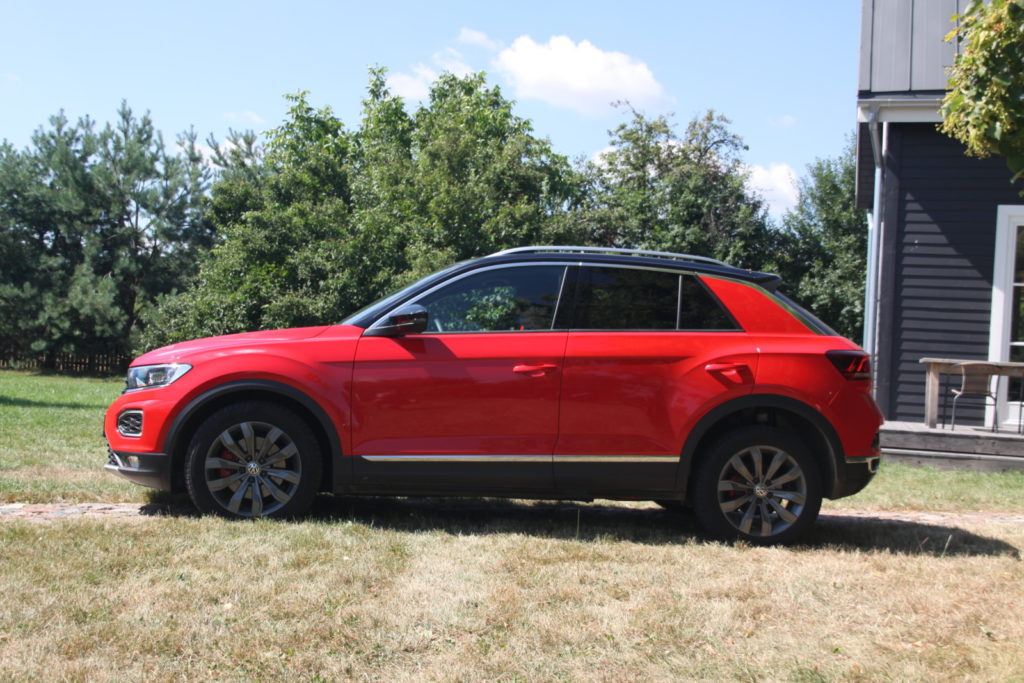 VW T-Roc 2.0 TSI widok z boku