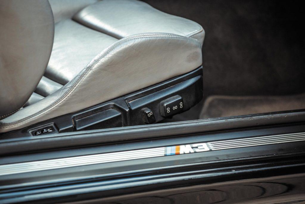 Tuning BMW E36 328i coupé listwa progowa z napisem M3