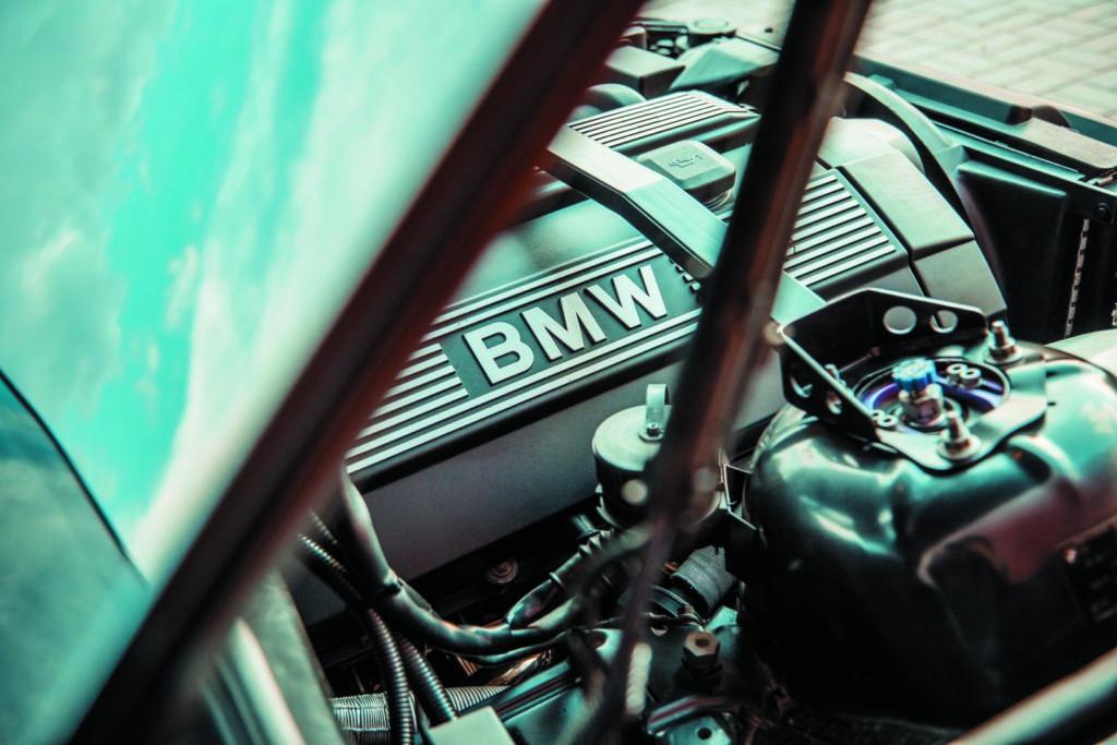 Tuning BMW E36 328i coupé silnik