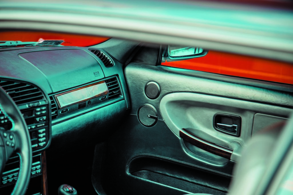 Tuning BMW E36 328i coupé kokpit