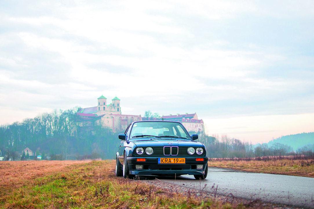 BMW E30 318 iS widok z przodu