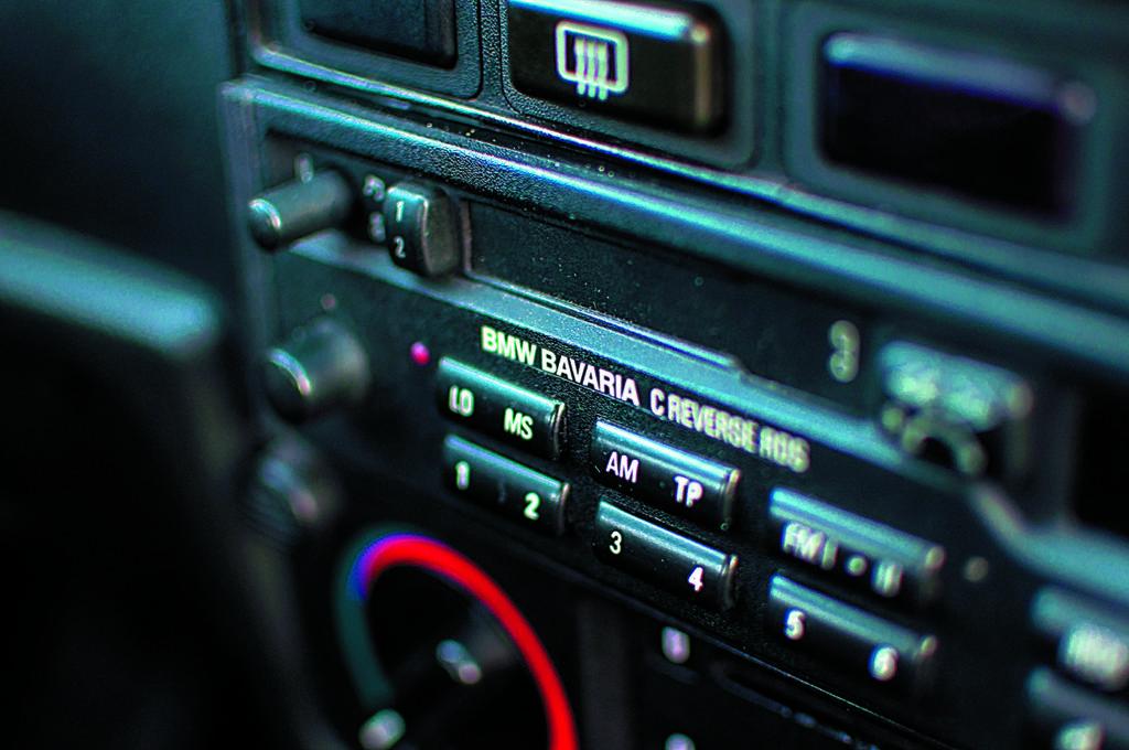BMW E30 318 iS radio bavaria