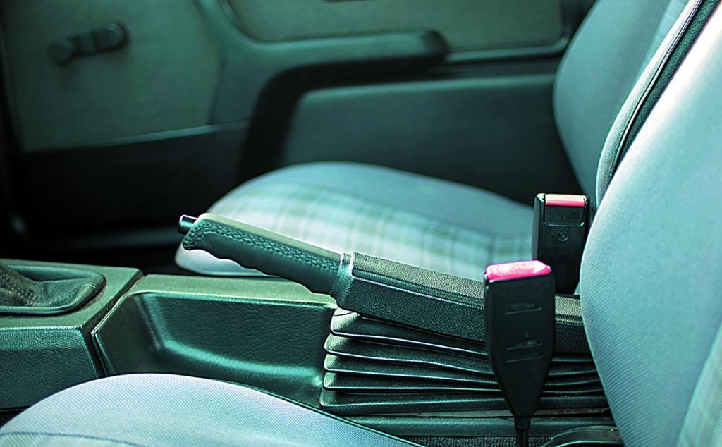 BMW E30 318 iSdźwignia hamulca pomocniczego