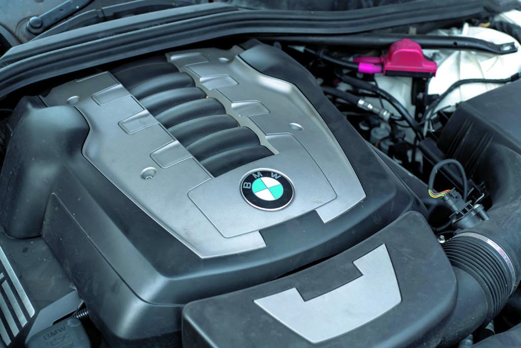 Silnik BMW E60 550i White 2115