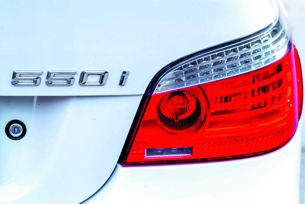 BMW E60 550i White 2115