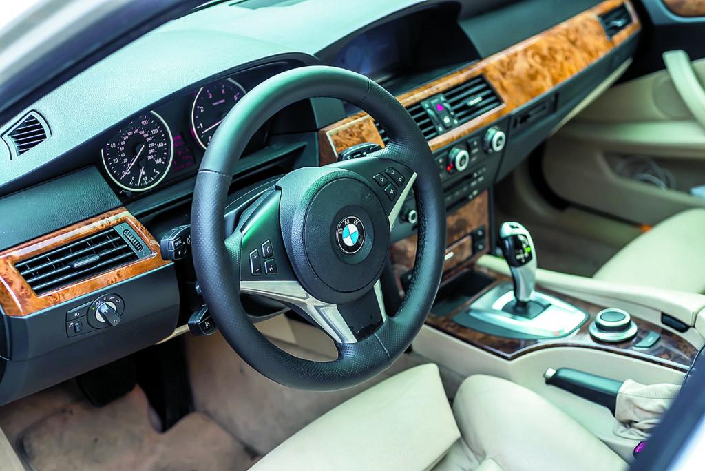 Kokpit w BMW E60 550i White 2115