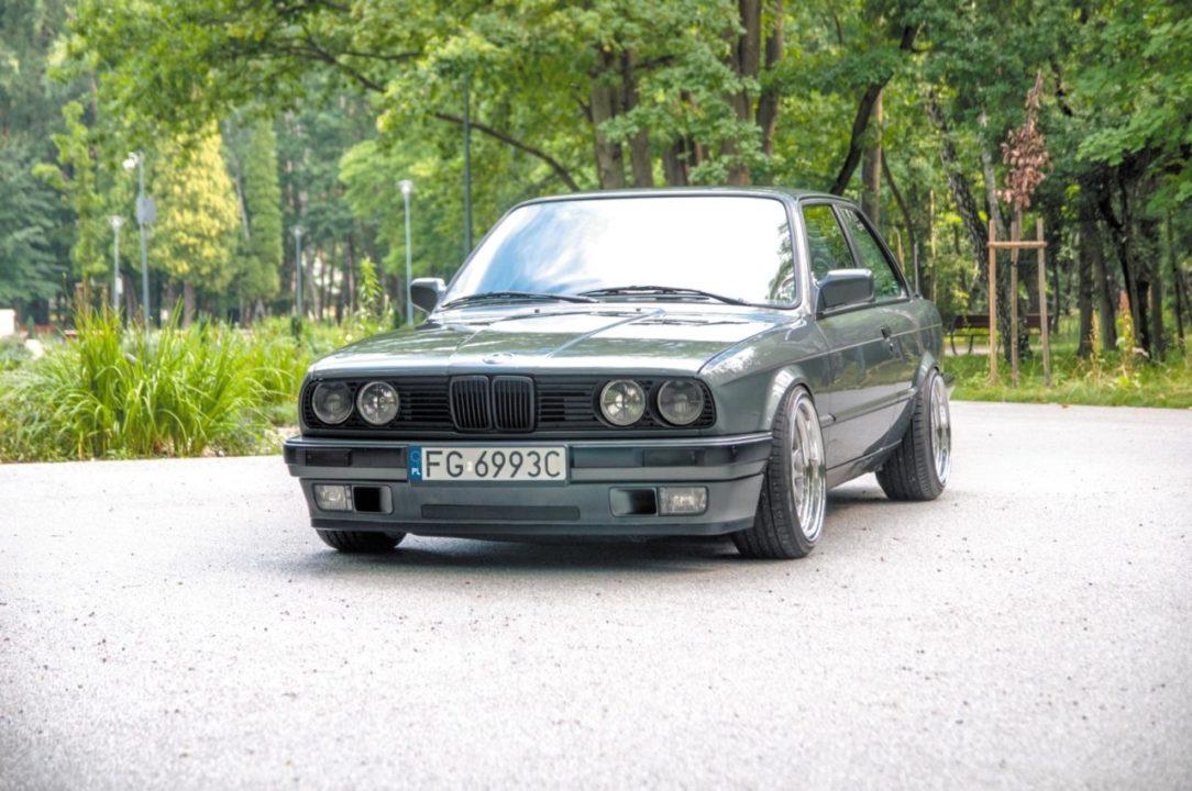 Tuning BMW E30 320i wsiok z przodu