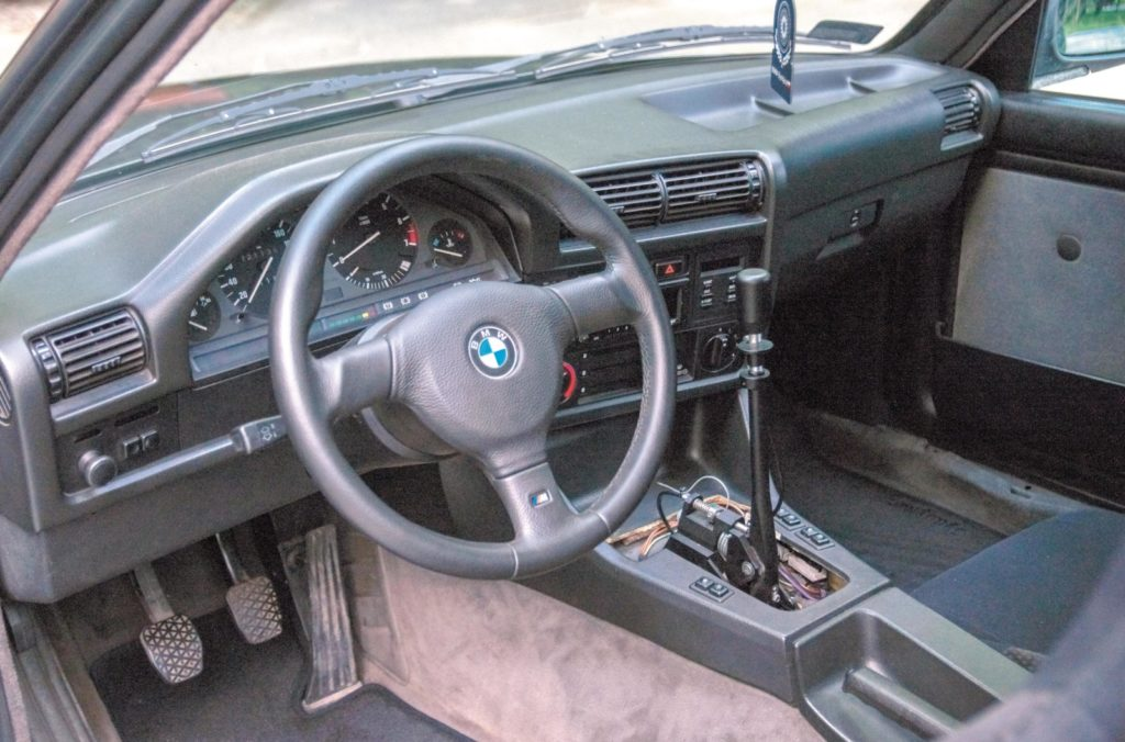 Tuning BMW E30 320i kokpit