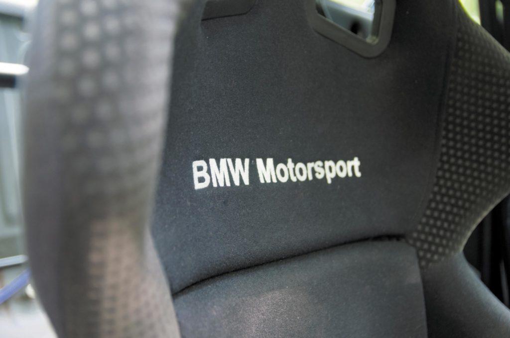 Tuning BMW E30 320i fotel