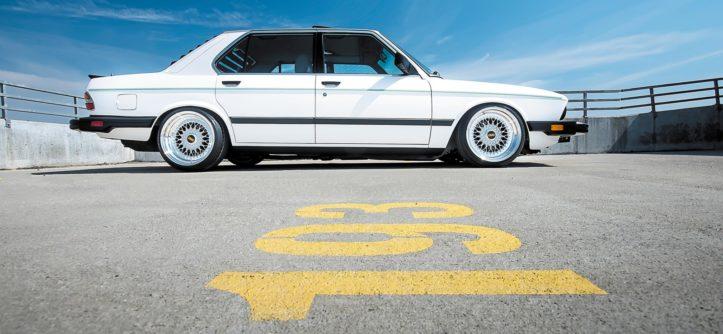 BMW E28 533i widok z boku