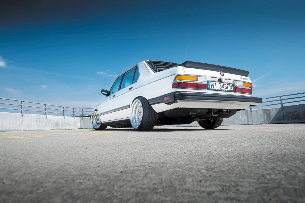 BMW E28 533i od tyłu