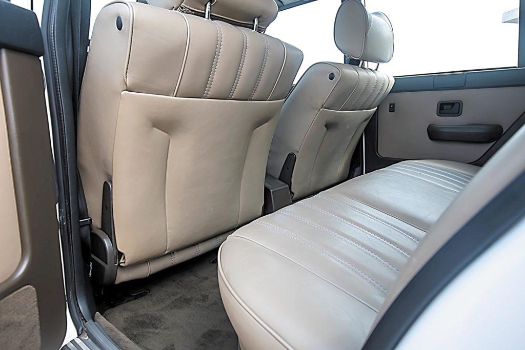 BMW E28 533i tylna kanapa