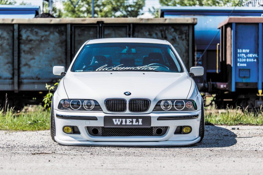 BMW E39 520i po tuningu przód auta