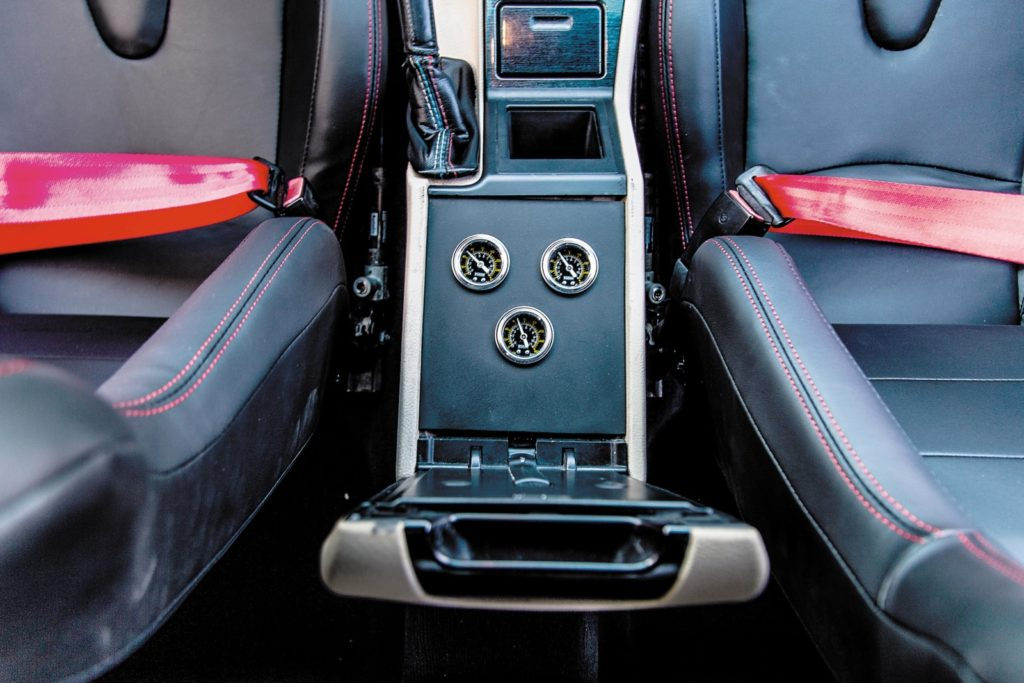 BMW E39 520i po tuningu manometry