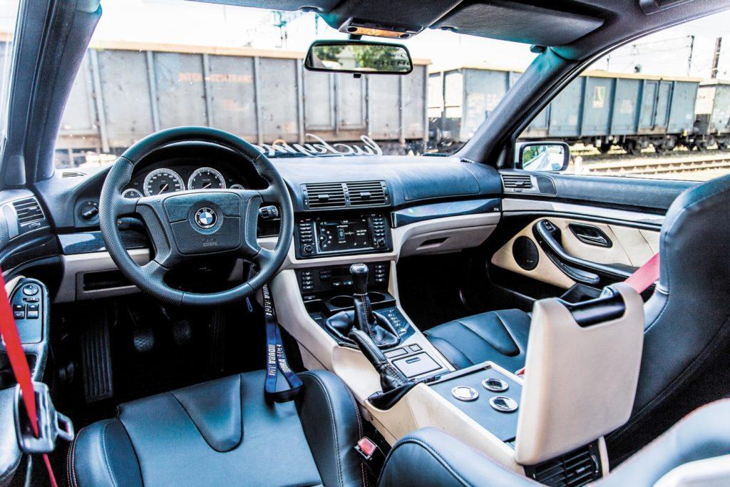 BMW E39 520i po tuningu wnętrze