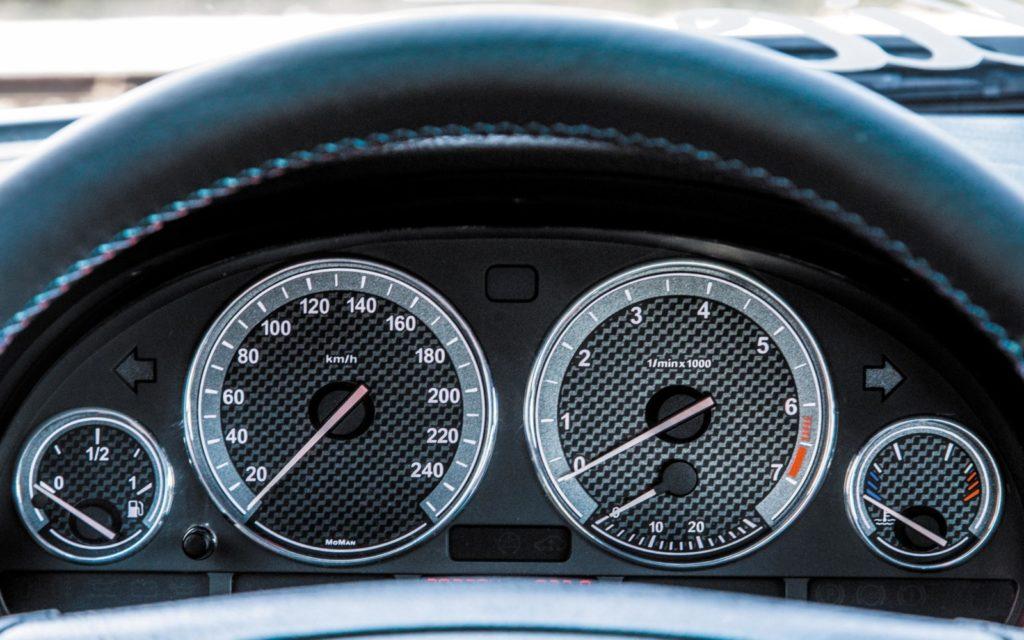BMW E39 520i po tuningu zegary