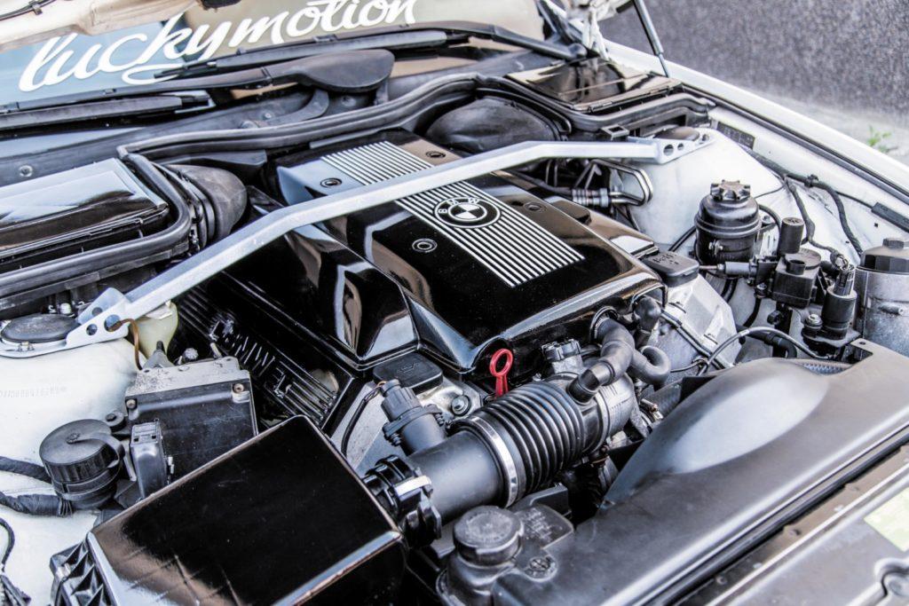 BMW E39 520i po tuningu silnik po swapie