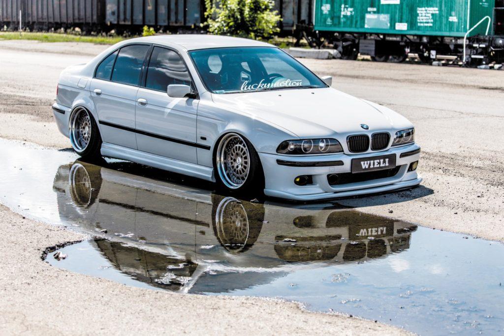 BMW E39 520i po tuningu widok z przodu