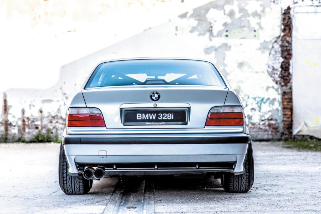 Tuning BMW E36 328i Coupé widok z tyłu