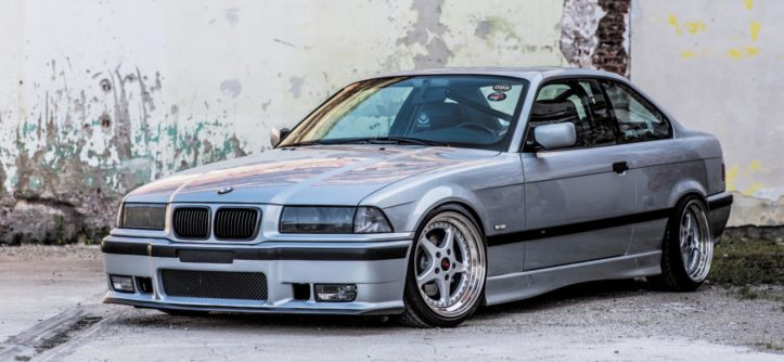 Tuning BMW E36 328i Coupé widok z boku