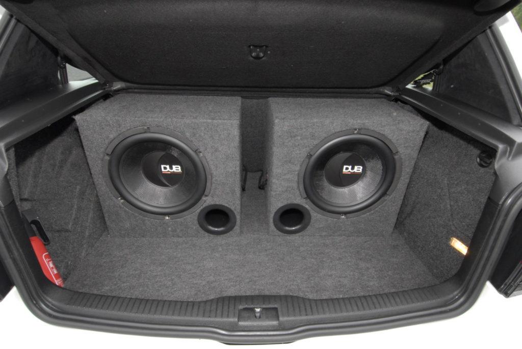 Bolf - połączenie Golfa i Bory głośniki w bagażniku