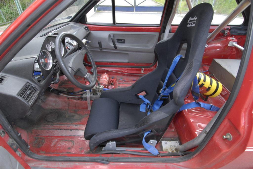 Tuning VW Polo 86C wnętrze z fotelem kierowcy