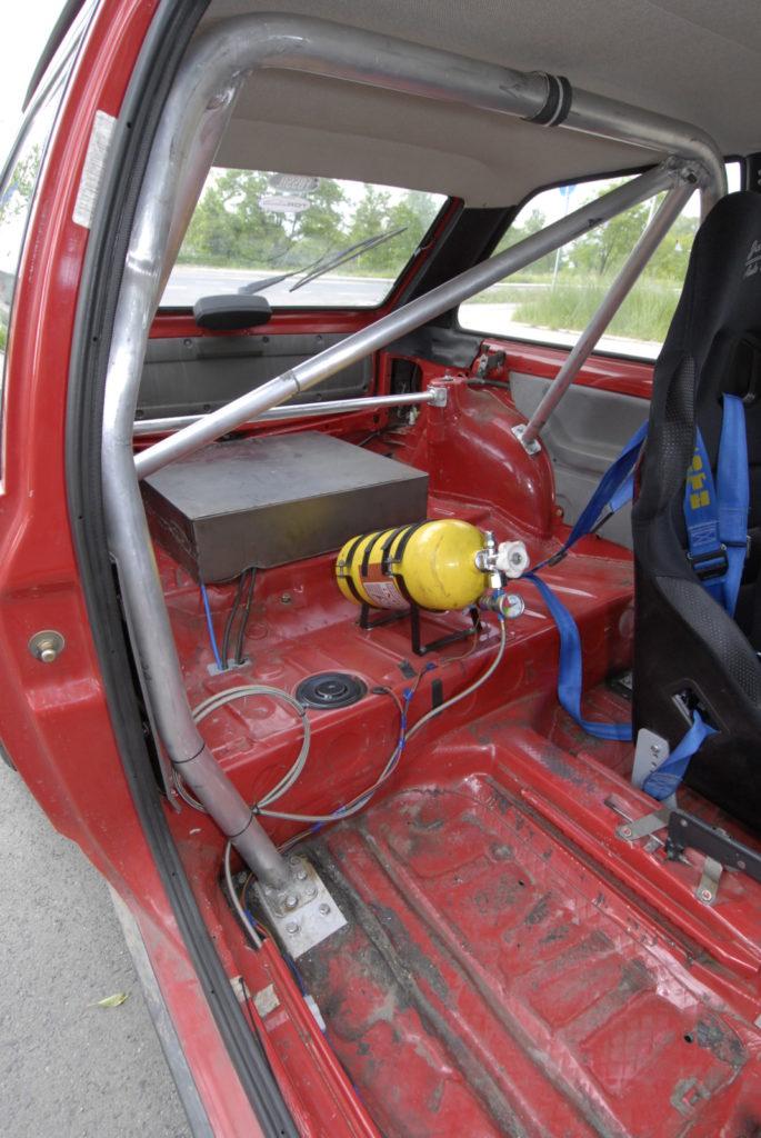 Tuning VW Polo 86C wnętrze z butlą nitro