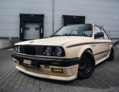 Tuning BMW E30 325i widok z przodu