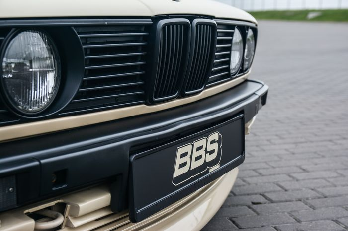 Tuning BMW E30 325i grill