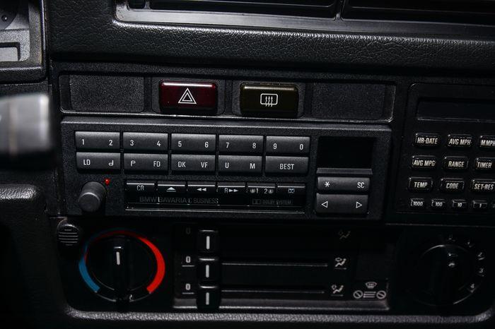 Tuning BMW E30 325i panel car audio