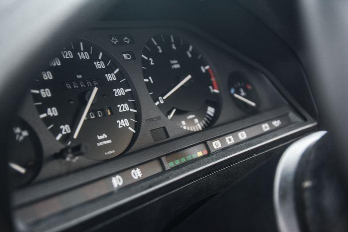 Tuning BMW E30 325i zegary