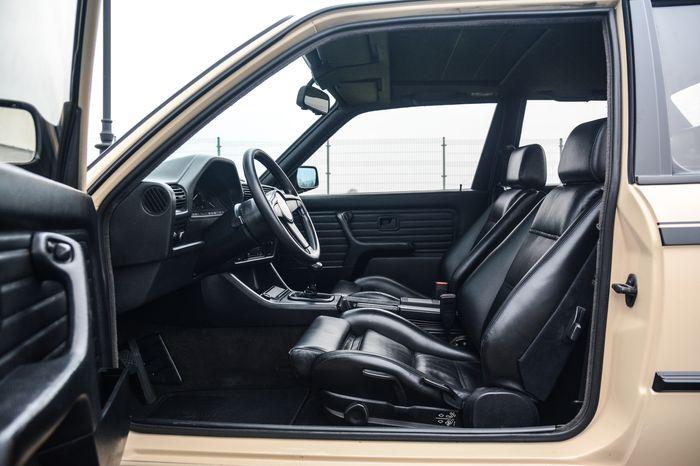 Tuning BMW E30 325i przednie fotele