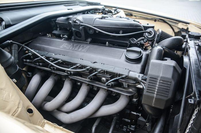 Tuning BMW E30 325i silnik M20B25