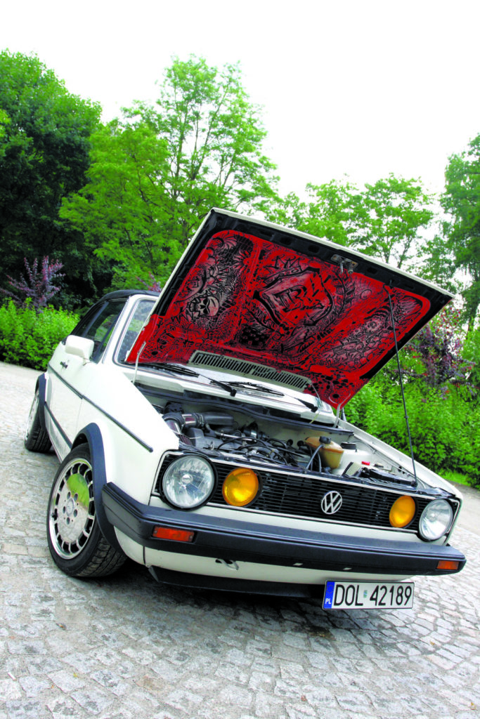 Tuning VW Golfa 1 cabrio pomalowana pokrywa silnika