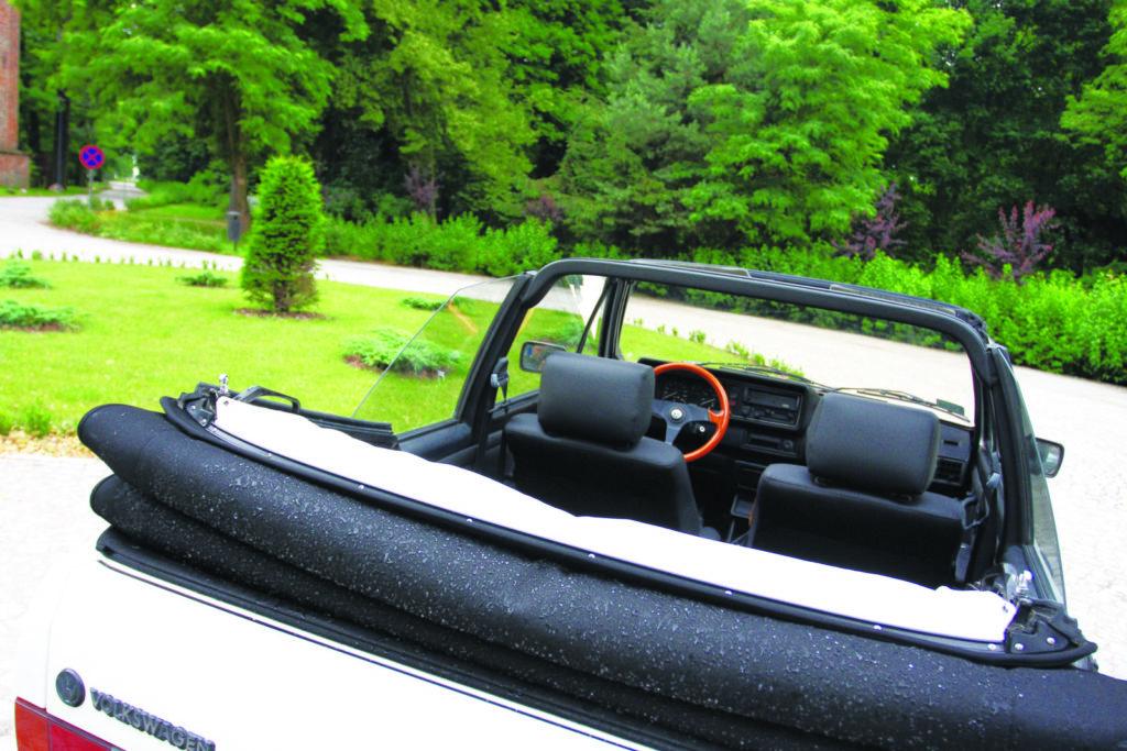 Tuning VW Golfa 1 cabrio widok ze złożonym dachem