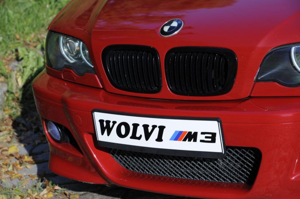 Tuning BMW E46 M3 tablica rejestracyjna z napisem Wolvi M3