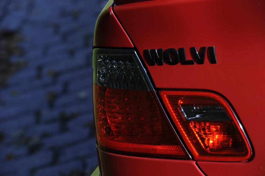 Tuning BMW E46 M3 napis Wolvi na bagażniku